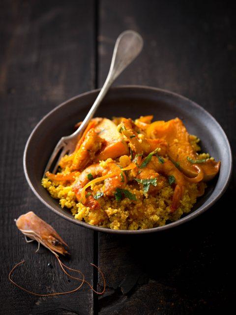 Crevettes aux abricots secs, citron, cumin, coriandre, menthe, Butternut Laqué, Couscous et Quinoa aux épices et à l'huile rouge