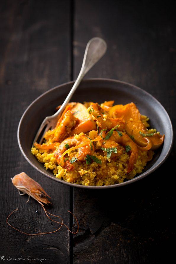 Crevettes aux abricots secs, cumin, coriandre, Butternut Laqué, Couscous et Quinoa à l'huile rouge et au curcuma